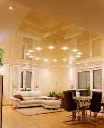 Натяжной потолок а гостинной